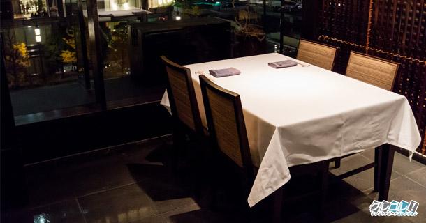 東京丸ビル内にある割烹・ふぐ料理 の「醍醐味」 窓際の席